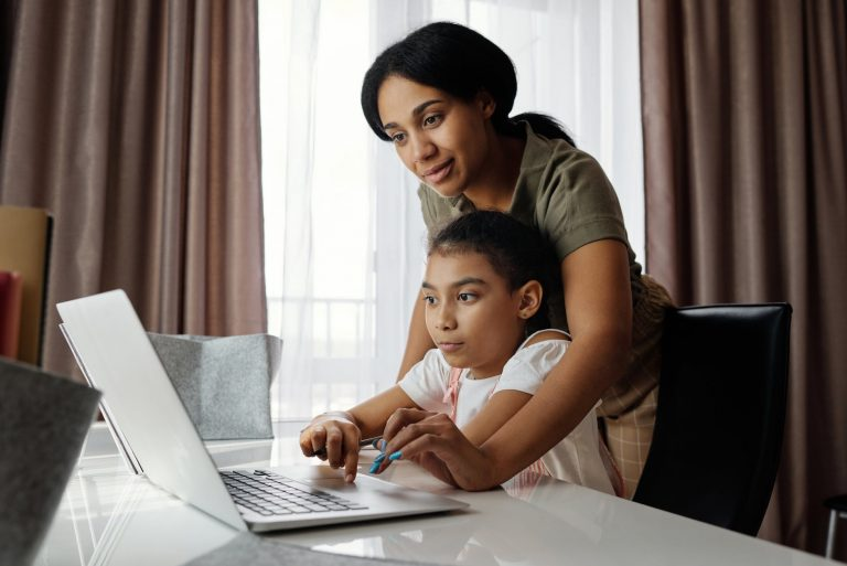 How Virtual Assistants Can Help Working Parents Deal With Remote Learning